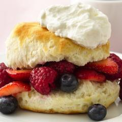 shortcake with berries