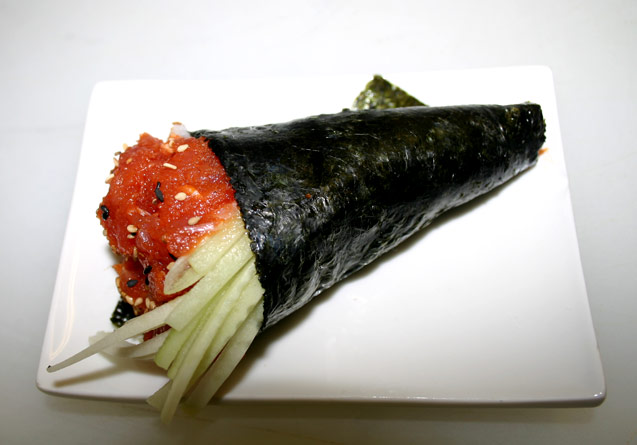 hand_roll_spicy-tuna-roll.jpg